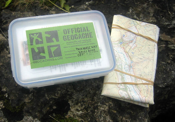 Geocache box and map