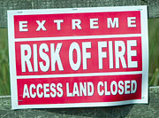 Sign: extreme risk of fire, access land closed