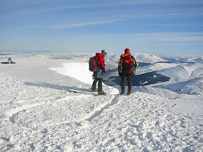 Winter mountaineering in the Highlands: watch those cornices