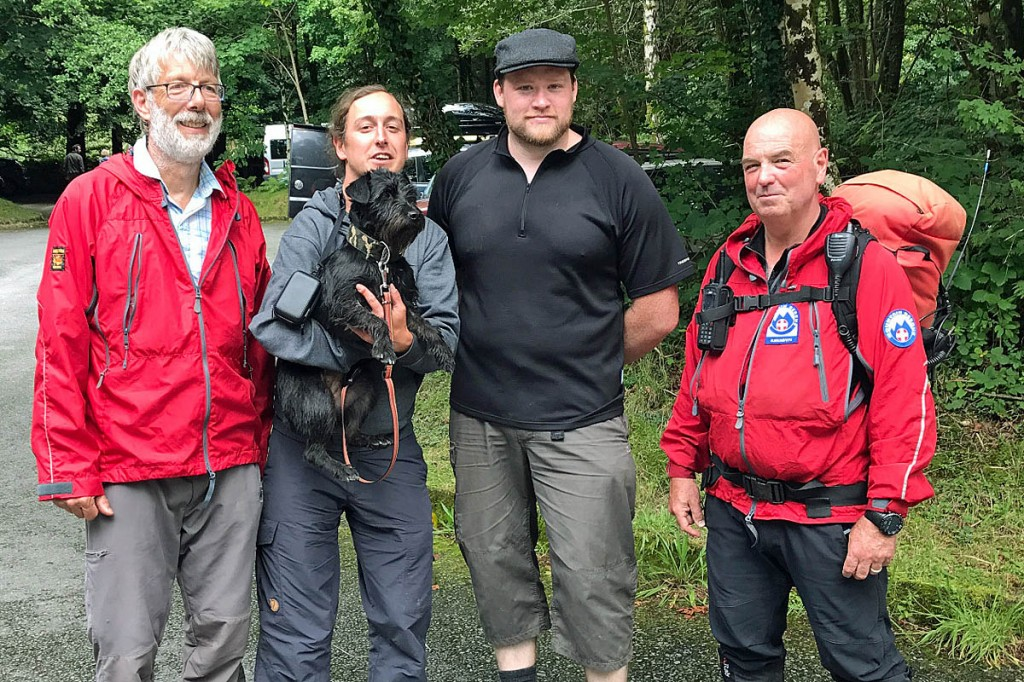 Bjarya and her owner with Chris, who found and captured the dog and walked off the mountain with her. With them are rescuers Martin Green, left, and Geoff Brittain, right