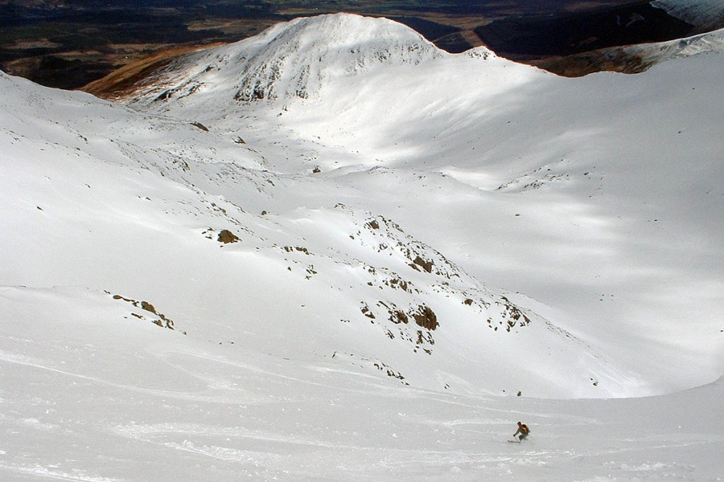 A skier in Summit Gully on Aonach Mòr. Photo: Ronaldcameron CC-BY-SA-4.0