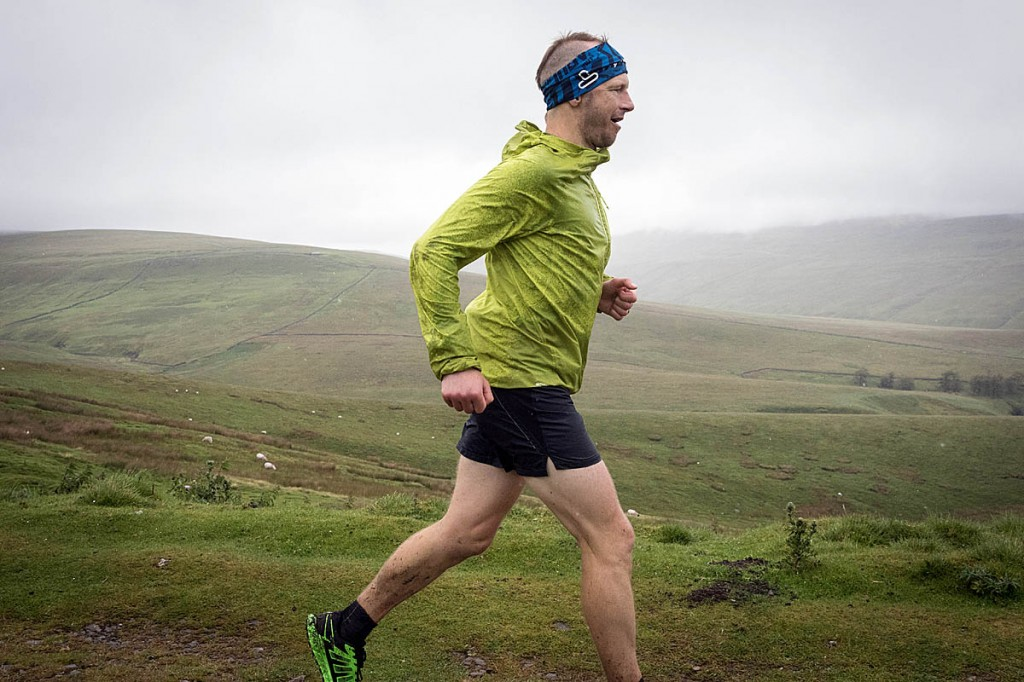 Damian Hall in action during his record-breaking Pennine Way run. Photo: Bob Smith/grough