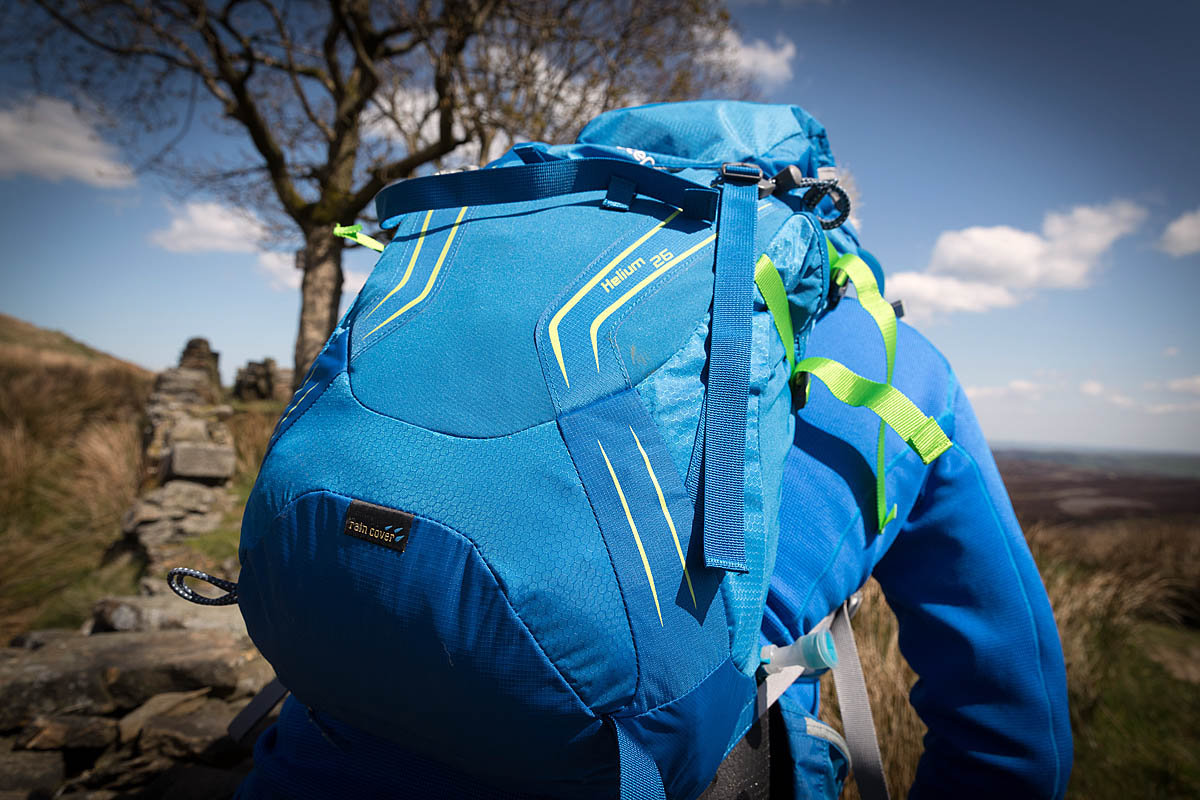 Grough On Test 25 To 40 Litre Rucksacks Reviewed Fjallraven Abisko Hike 35 Green A Pack Should Comfortably Accommodate Your Kit For Day The Hills Photo