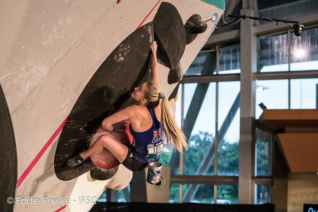 Shauna Coxsey in action during 2017. Photo: Eddie Fowke/IFSC