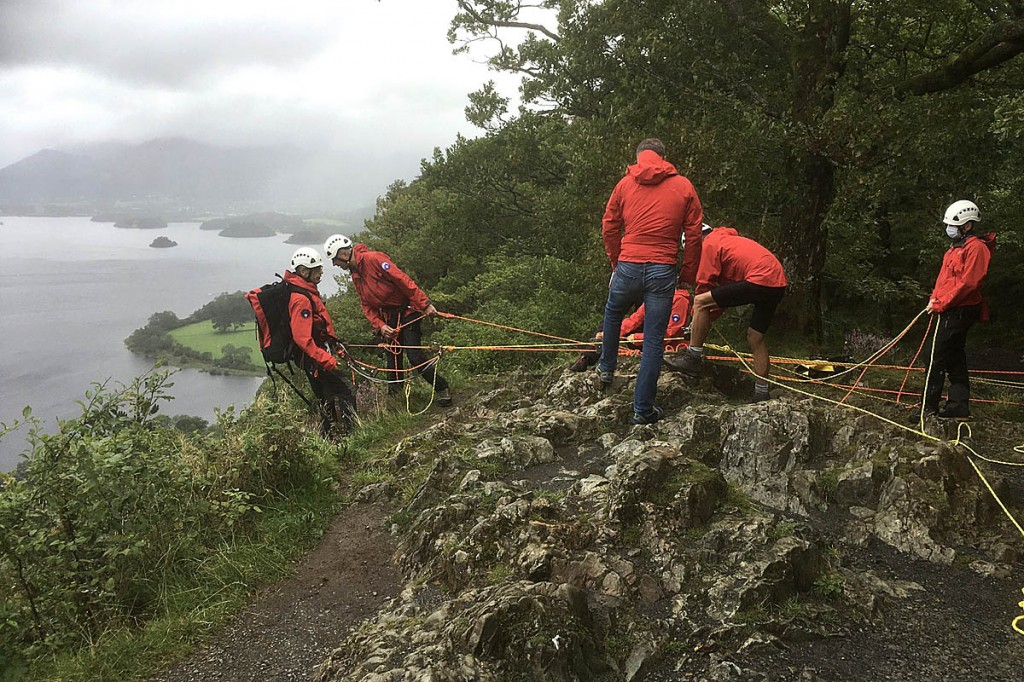 Rescuers set up a rope system to reach the dog. Photo: Keswick MRT