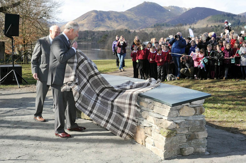 The prince unveils the plaque