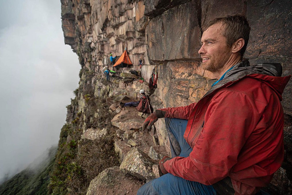 Leo Houlding on the ledge during the building of the camp. Photo: Coldhouse Collective/Berghaus