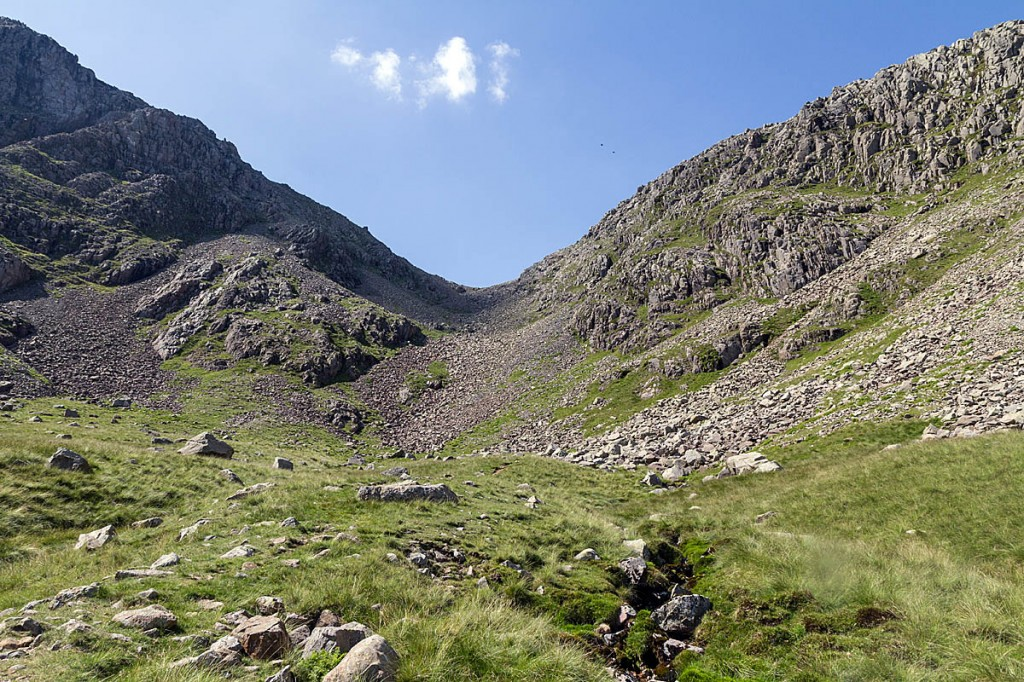 The top of Little Narrocove, with Chambers Crag on the left. Photo: Bob Smith/grough