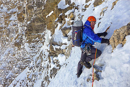 Mick Fowler climbing on Hagshu