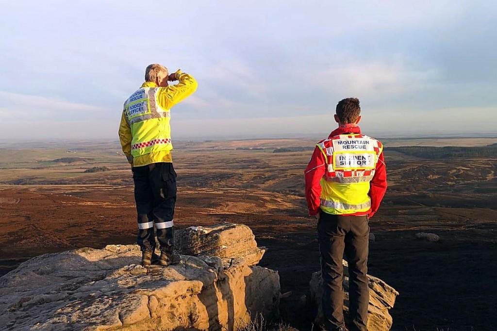 Mountain rescuers mounted an overnight watch. Photo: NNPMRT