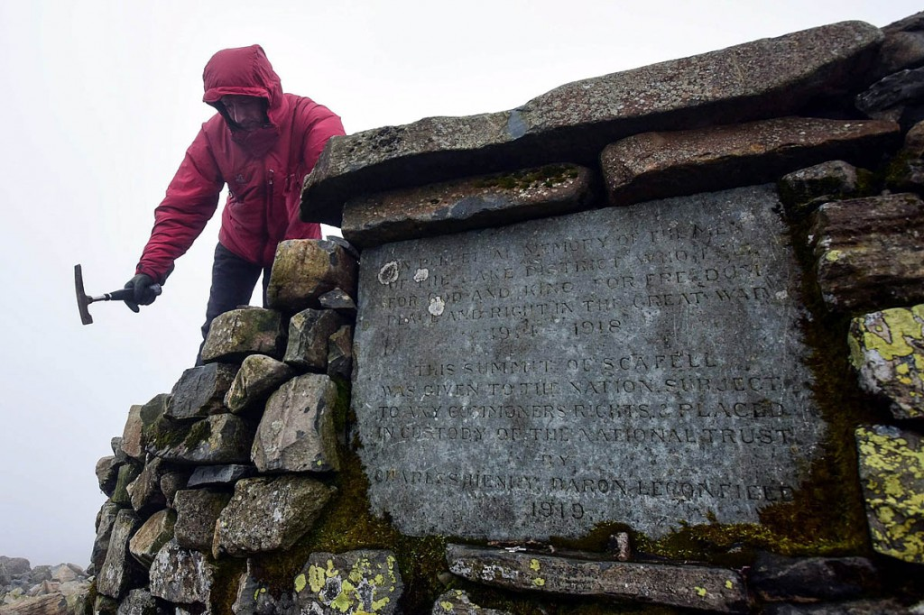 The cairn incorporates a memorial plaque. Photo: Paul Kingston/NNP