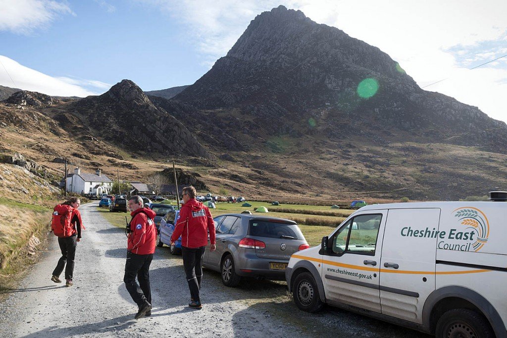 Members of the Ogwen Valley team make their way to the scene on Tryfan Bach, centre left. Photo: Bob Smith/grough