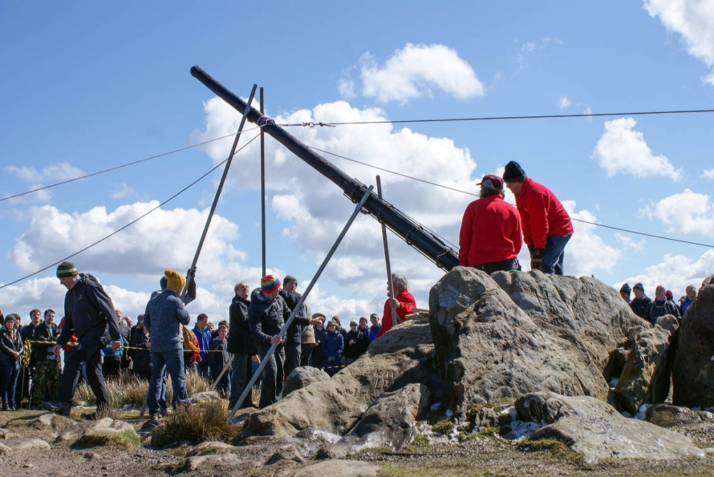 The new Stanedge Pole is lifted into place