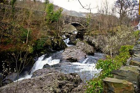 The falls at Pont Cyfyng. Photo: Hugh Venables CC-BY-SA-2.0