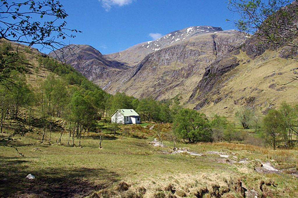 The Steall Hut in Glen Nevis, with Ben Nevis in the background. Photo: Ian Taylor CC-BY-SA-2.0