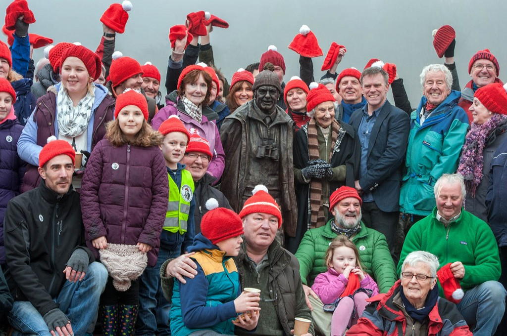 Tom Weir's widow Rhona joins toorie-hat wearers at a previous gathering with Tom Weir's statue