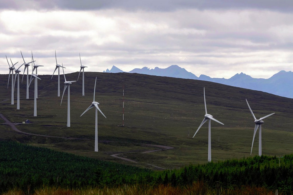 Windfarms in Scottish mountain areas are a contentious subject. Photo: Wilfried Klöpping CC-BY-3.0