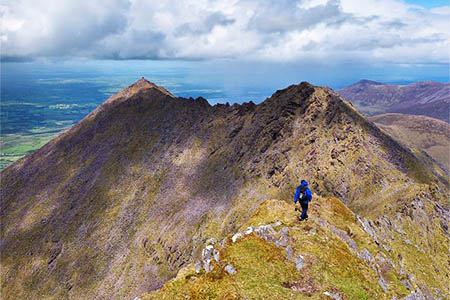 The walker fell from the ridge between Cnoc na Péiste and An Gunna Mhór. Photo: Adam Ward CC-BY-SA-2.0