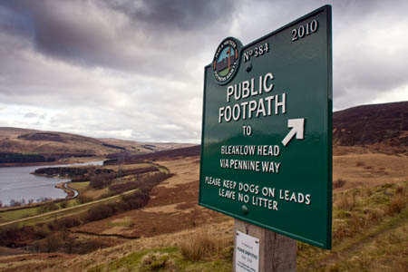 A footpath sign above Reaps farm, Longdendale