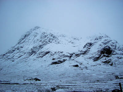 The men died in a fall from the rocky spur to the right of the snow filled corrie on Buachaille Etive Mòr. Photo: Christine McIntosh CC-BY-ND-2.0