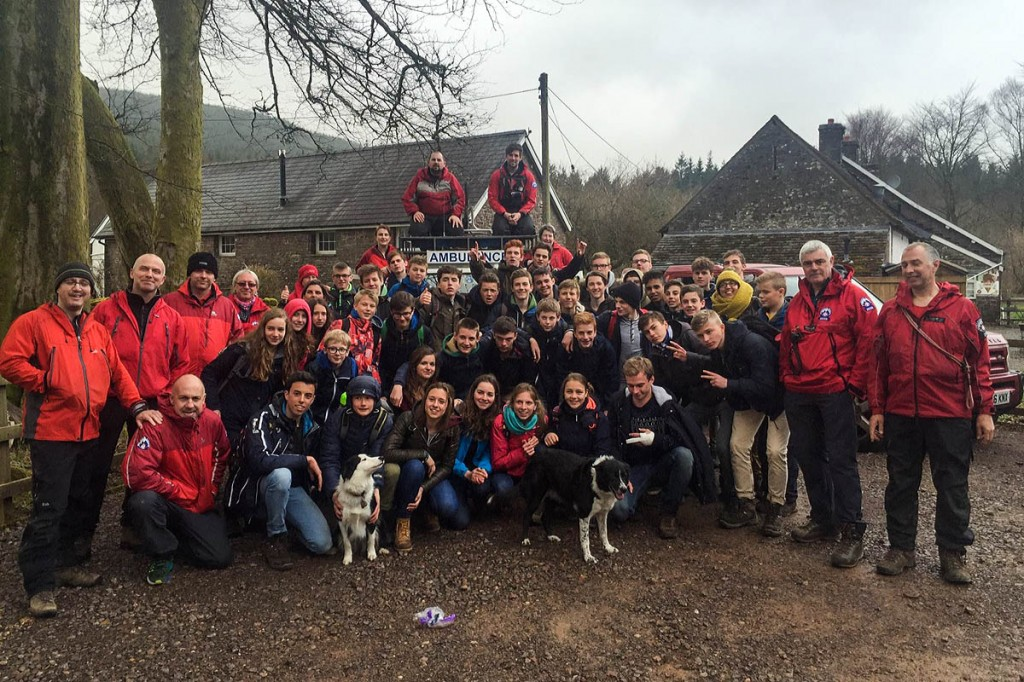 Mountain rescue team members with the group of Brussels students. Photo: Central Beacons MRT