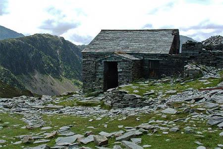 Dubs Hut. Photo: Alan Stewart CC-BY-SA-2.0
