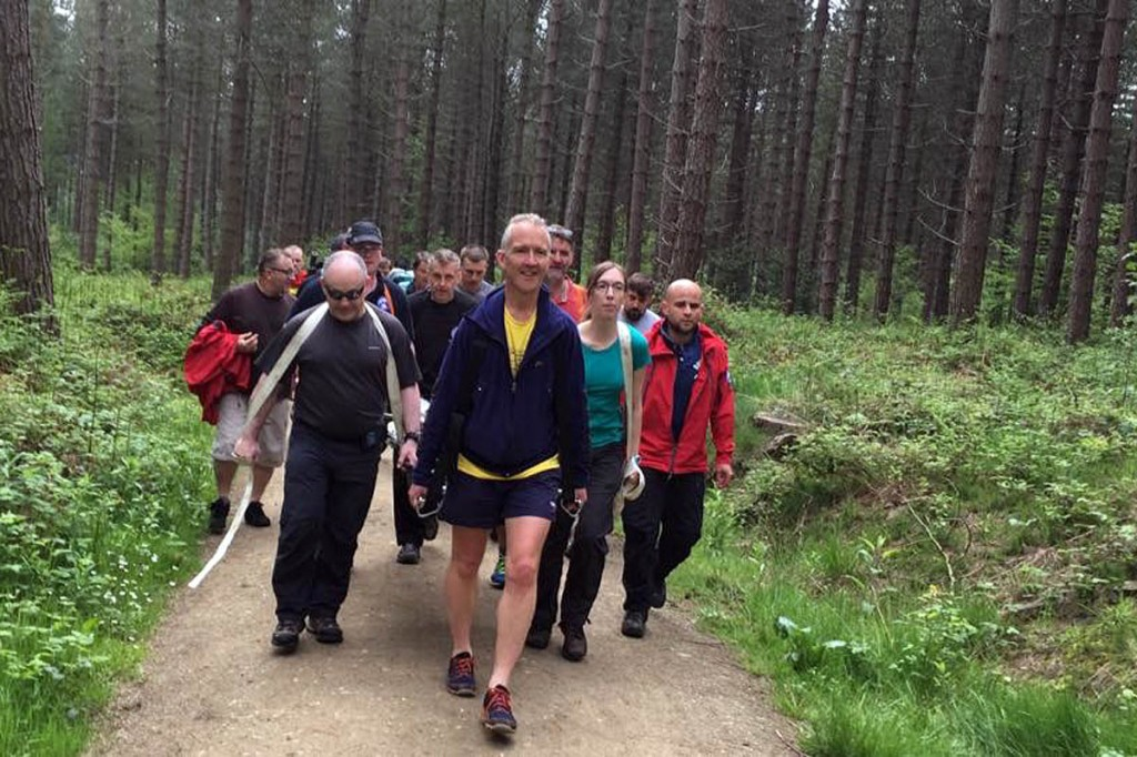 The team thanked those who helped carry the stretcher. Photo: Edale MRT