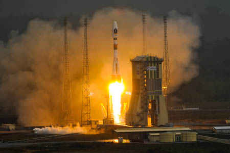 The rocket carrying the satellites takes off. Photo: Stephane Corvaja/ESA/CNES/Arianespace