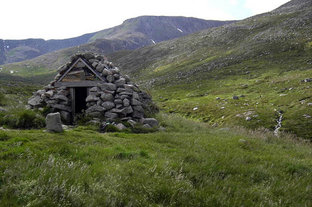 Garbh Choire refuge in the Cairngorms. Photo: Colin Kinnear CC-BY-SA-2.0