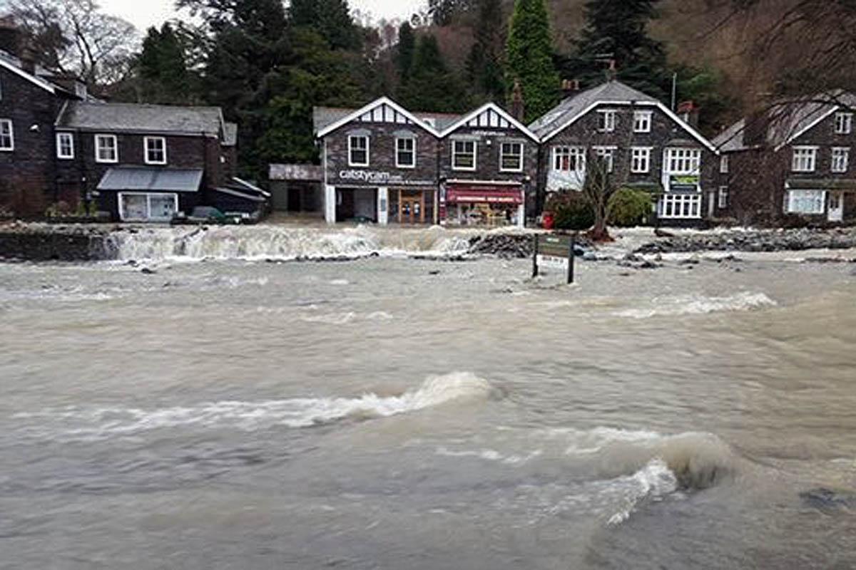 cumbria flood bride battles - HD1200×800