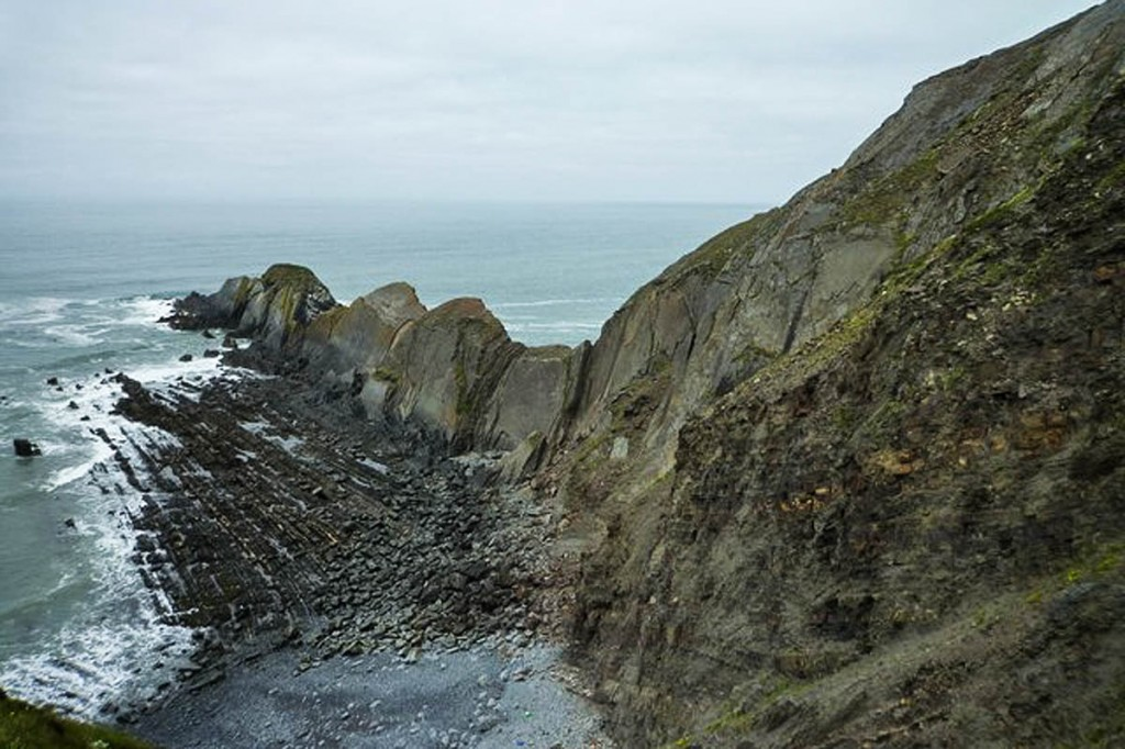 The climber fell at Gull Rock in Cornwall. Photo: Maurice D Budden CC-BY-SA-2.0