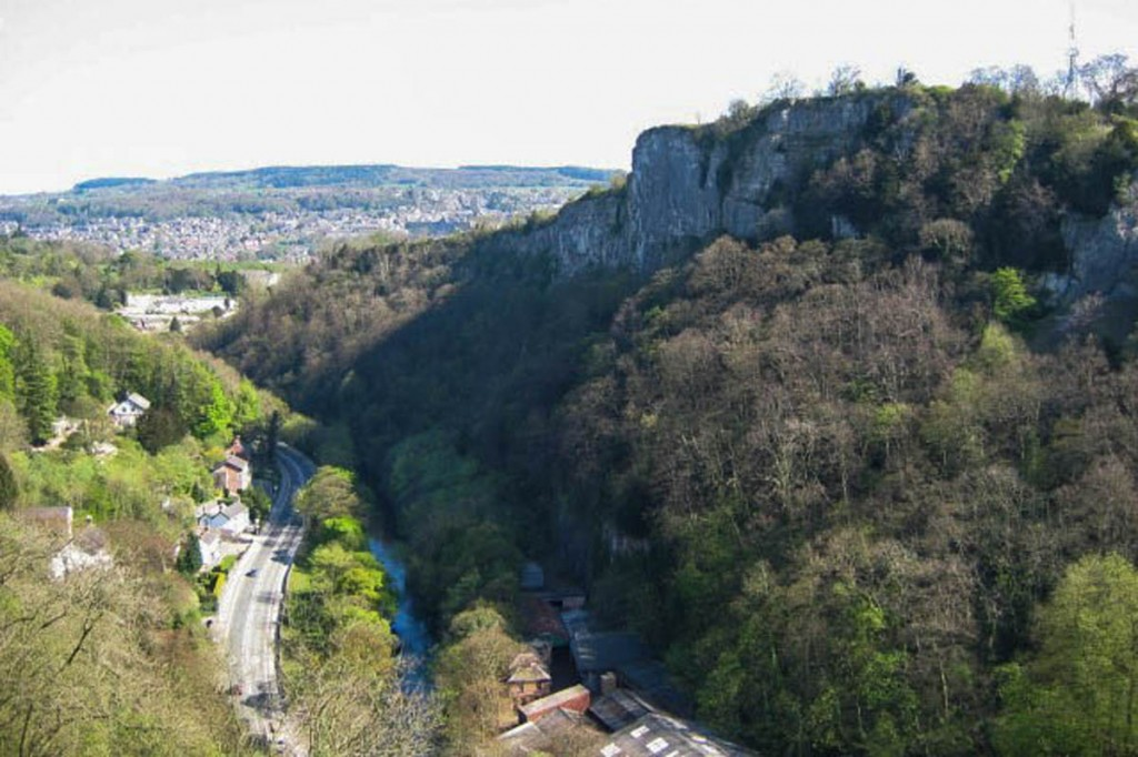 The man fell from a cliff on High Tor overlooking Matlock Bath. Photo: Stephen Henley CC-BY-SA-2.0