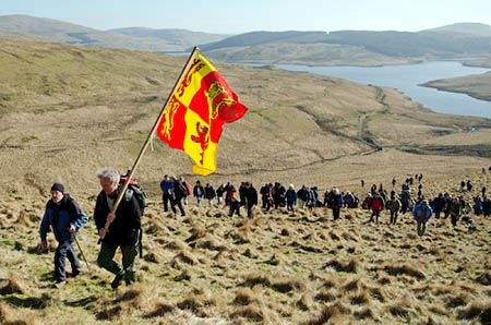Walkers climb to the rally. Photo: © Tom Hutton