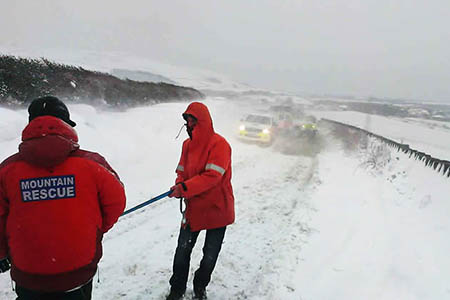 Rescuers in action during the blizzards. Photo: Kendal MRT