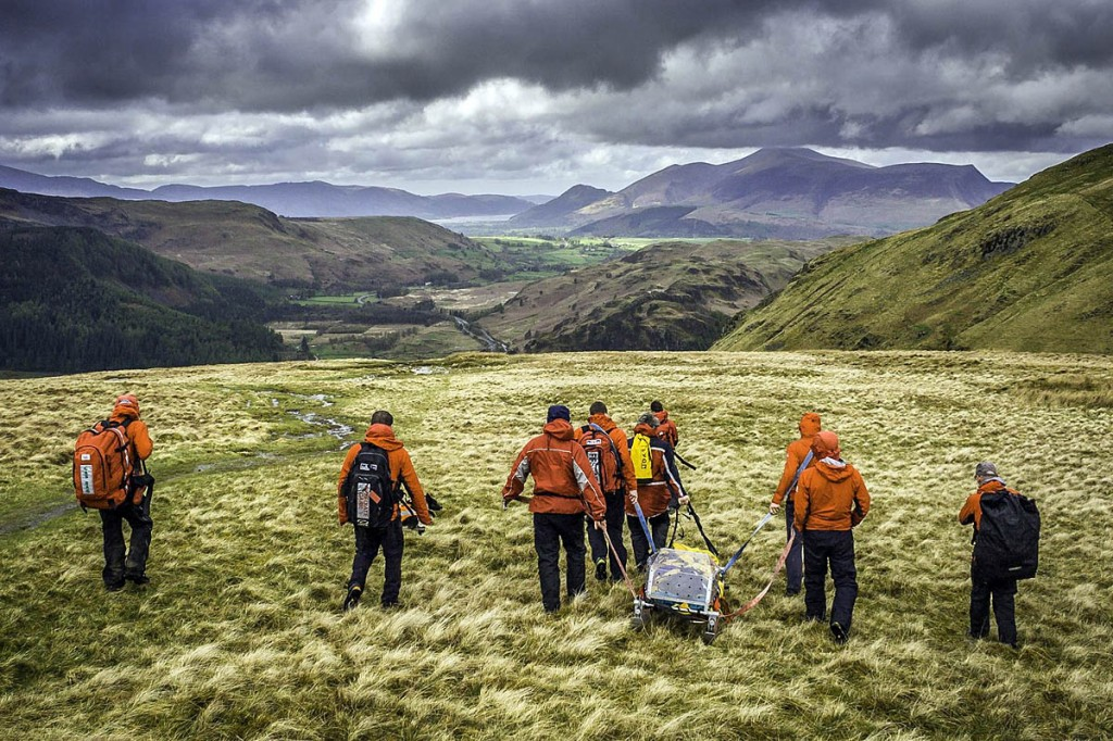 The team stretchers the injured walker from Sticks Pass. Photo: Keswick MRT