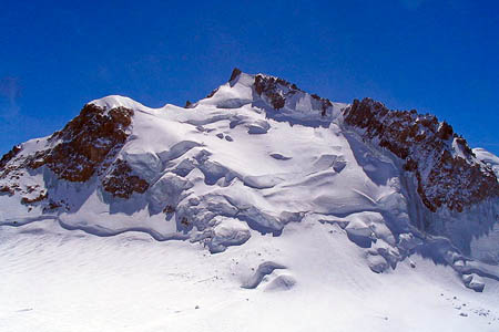 Mont Maudit, where nine climbers died in an avalanche. Photo: Eltouristo CC-BY-SA-3.0