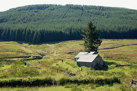 Over Phawhope bothy was bequeathed to the MBA. Photo: Jim Barton CC-BY-SA-2.0