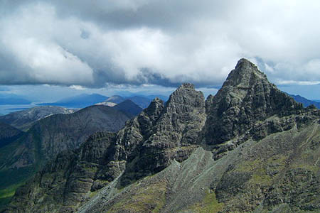 The peak forms part of Pinnacle Ridge, leading to Sgùrr nan Gillean, right. Photo: Martyn Ayre CC-BY-SA-2.0
