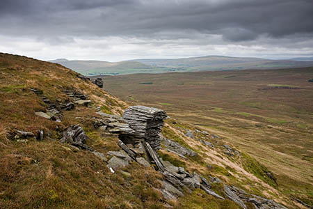 Near the top of the ascent to Plover Hill, with Ingleborough and Whernside visible in the distance