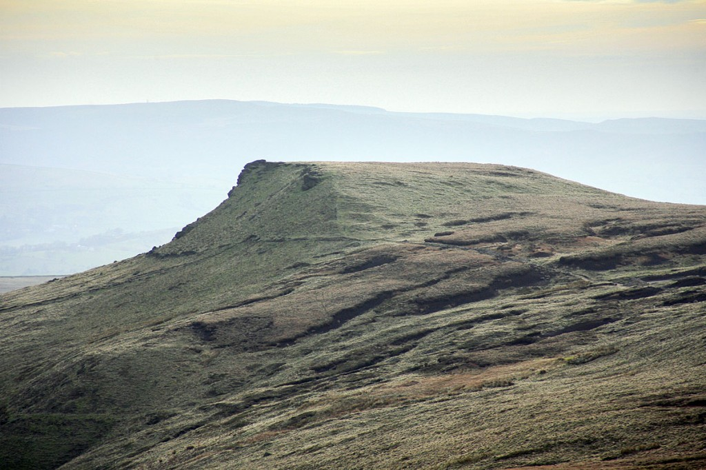 The dog handler believes the keys were lost near Swine's Back during the Kinder Scout search