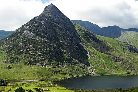 The walkers got into difficulties on Tryfan's West Face. Photo: Terry Hughes CC-BY-SA-2.0
